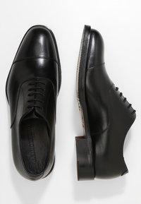J.LINDEBERG - HOPPER TOE PORT - Elegantní šněrovací boty - black - 1