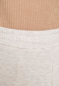 Nly by Nelly - STRAIGHT COZY PANTS - Trainingsbroek - beige mélange - 4