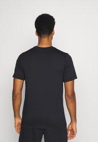 Nike Performance - TEE PRO - Print T-shirt - black/iron grey - 2