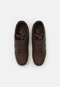 Nike Sportswear - AIR FORCE 1 GTX UNISEX - Sneakers - baroque brown/seal brown/team gold/sail - 3
