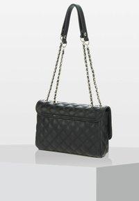 Guess - CESSILY CONVERTIBLE  - Håndtasker - black - 2