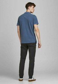 Jack & Jones - JJEWASHED - Polo shirt - navy blazer - 2