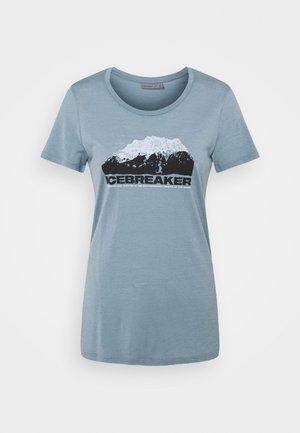 TECH LITE LOW CREW MOUNTAIN - T-shirts med print - gravel