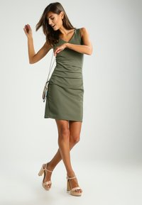 Kaffe - SARA DRESS - Etuikjoler -  old green - 1
