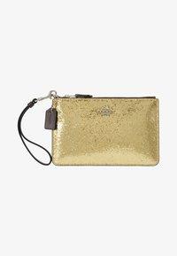 Coach - BOX PROGRAM GLITTER SMALL WRISTLET - Pochette - gold - 6