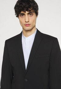 Selected Homme - SLHSLIM MYLOLOGAN CROP SUIT - Kostym - black - 6