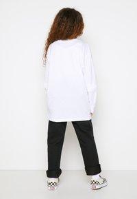 Vans - BY VANS CLASSIC LS BOYS - Maglietta a manica lunga - white/black - 2