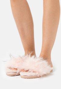flip*flop - HAIRY POOL - Domácí obuv - rose - 0