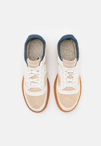 Saucony - JAZZ COURT UNISEX - Sneakers - beige/brown - 3