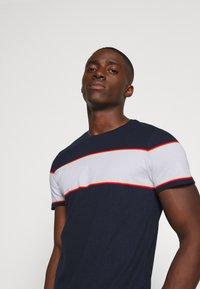 Blend - TEE - Print T-shirt - dark navy - 4