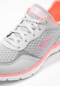 Skechers Sport - FLEX APPEAL 3.0 - Trainers - light gray/hot pink - 6