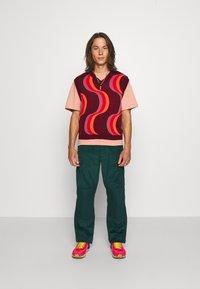 Dickies - REWORKED UTILITY PANT - Cargo trousers - ponderosa pine - 4