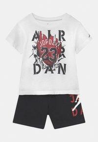 Jordan - STENCIL SET UNISEX - Print T-shirt - black - 0