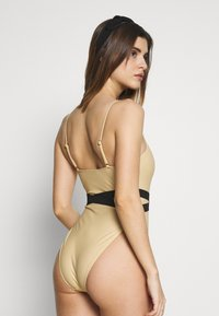 Missguided - DOUBLE WAIST STRAP DETAIL SWIMSUIT - Plavky - nude - 2