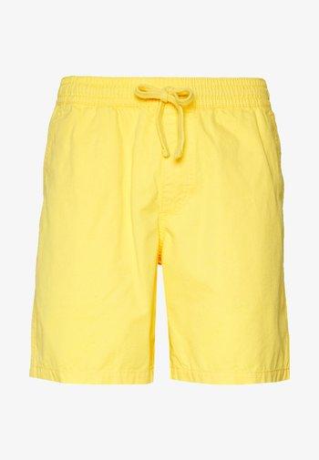 MN RANGE SHORT 18 - Shorts - yellow cream