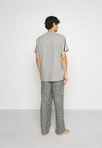 Michael Kors - ROLLED PANT - Pyžamový spodní díl - grey - 2