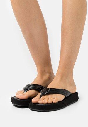 LITA - Sandály s odděleným palcem - black
