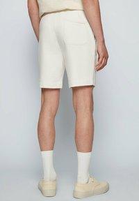 BOSS - SKEEVITO - Shorts - natural - 2