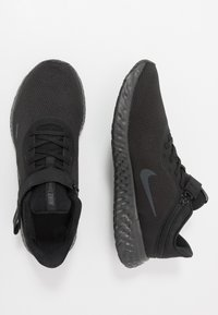Nike Performance - REVOLUTION 5 FLYEASE - Neutral running shoes - black/anthracite - 1