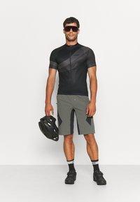 Giro - CHRONO SPORT - Pyöräilypaita - black render - 1