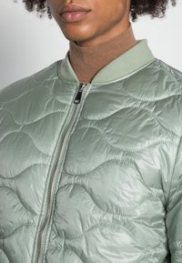 Another Influence - ONION QUILT JACKET - Blouson Bomber - mint - 4