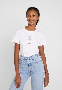 Levi's® - STAR WARS THE PERFECT TEE - T-shirt imprimé - white - 0