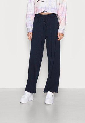 ONLSCARLETT STRING WIDE PANT - Trousers - sky captain
