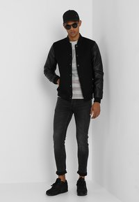 Only & Sons - ONSLOOM BLACK WASHED - Jeans Slim Fit - black denim - 1