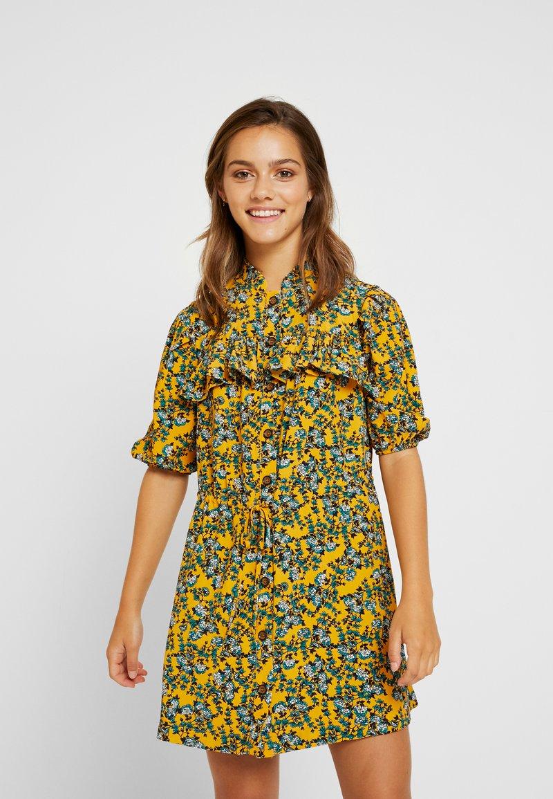 Topshop Petite - FLORAL PLEAT TRIM MINI DRESS - Košilové šaty - yellow