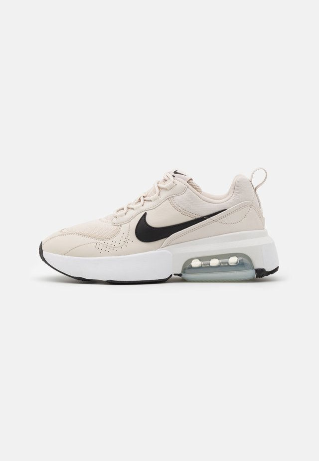 AIR MAX VERONA - Matalavartiset tennarit - light orewood burn/black/pure platinum/white