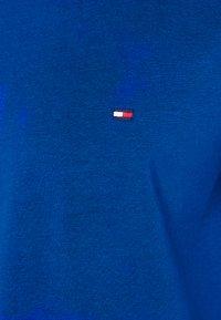 Tommy Hilfiger - STRETCH SLIM FIT TEE - T-paita - blue - 6