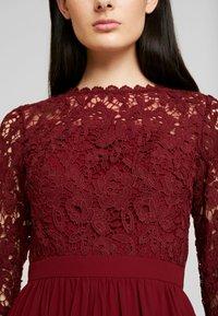 Chi Chi London - LYANA DRESS - Vestido de cóctel - burgundy - 6