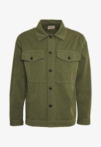 COLIN - Lehká bunda - green