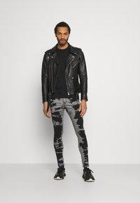 Brave Soul - Jeans Skinny Fit - grey/black wash - 1