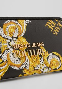 Versace Jeans Couture - ZIP AROUND COCOUTURE  - Lommebok - black - 1