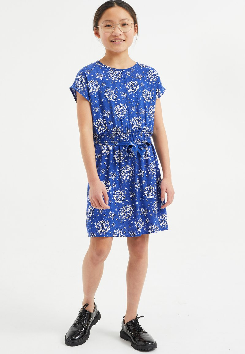 WE Fashion - MET BLOEMENDESSIN - Day dress - all-over print