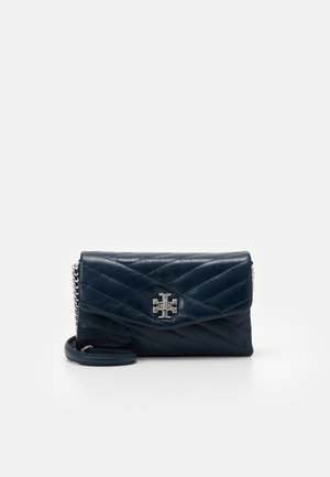 KIRA CHEVRON TEXTURED CHAIN WALLET - Bandolera - federal blue