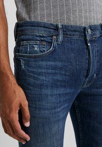 AllSaints - CIGARETTE DAMAGED - Slim fit jeans - indigo - 5