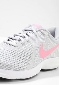 Nike Performance - WMNS REVOLUTION 4 EU - Neutral running shoes - pure platinum/sunset pulse/wolf grey/black - 5