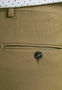 Jack & Jones PREMIUM - JPRSOLARIS  - Chino - dark coat khaki - 6