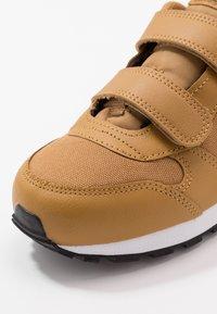 Nike Sportswear - MD RUNNER 2 BPV - Trainers - wheat/orange pulse/black/white - 2