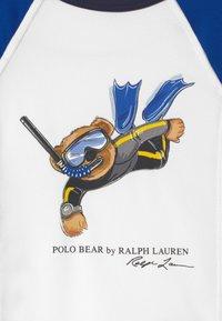 Polo Ralph Lauren - RASHGUARD SWIMWEAR COVERUP - Surfshirt - white/pacific royal - 2