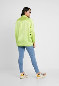 Missguided Plus - CURVE DOUBLE POCKET OVERSIZED - Chemisier - lime - 2