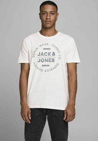 Jack & Jones - 3 PACK - T-shirt z nadrukiem - cloud dancer - 2
