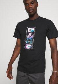 HUF - NATURAL HIGH TEE - Print T-shirt - black - 3