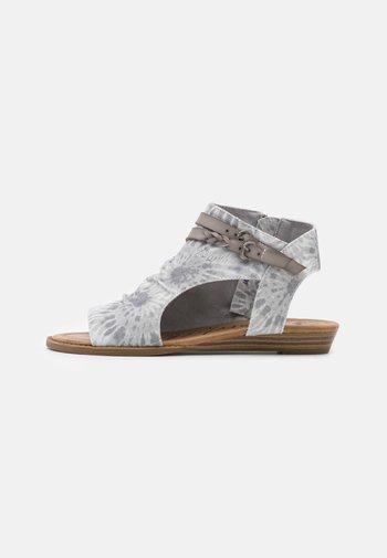 VEGAN BLUMOON - Ankle cuff sandals - smoke