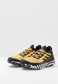 adidas Performance - TERREX TWO ULTRA PARLEY - Trail running shoes - solar gold/core black/footwear white - 2