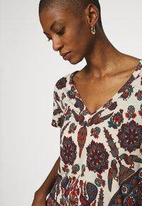 Desigual - BENIN - Camiseta estampada - offwhite - 4