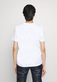 Coach - JELLO HEART - T-shirts print - white - 2