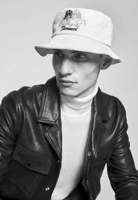 Fiorucci - DAISY BUCKET HAT UNISEX - Hat - white - 1